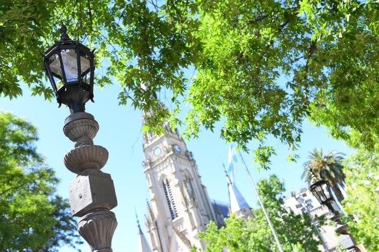 Realizar trabajos de embellecimiento en la Plaza San Martín