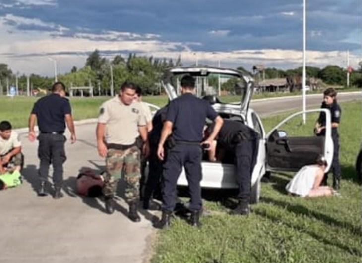 Operativo cerrojo logra detener sujetos con pedido de alerta desde Suipacha