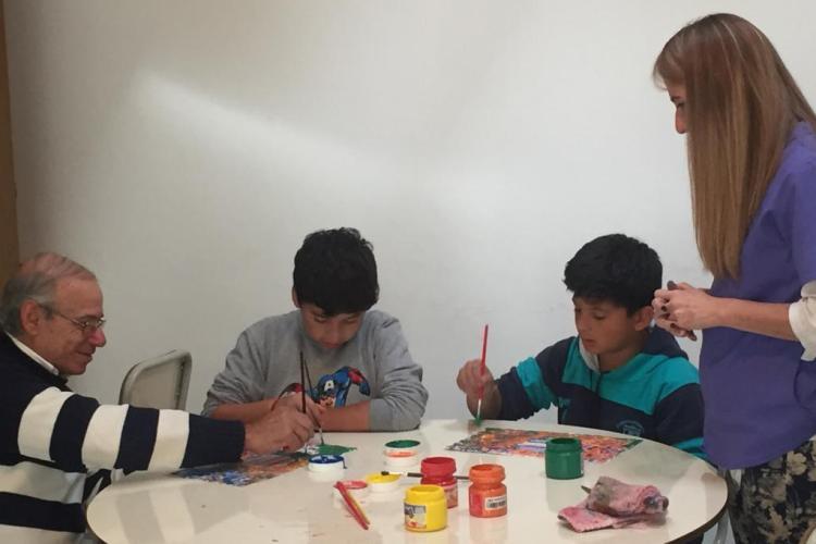 """Las familias participan del """"arte terapia"""" en Casa del Niño"""