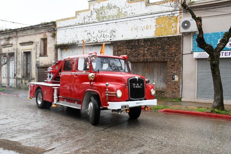 En cárcel restauraron otro camión de Bomberos