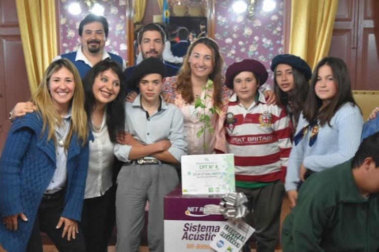 Premian a estudiantes participantes de concurso ambiental