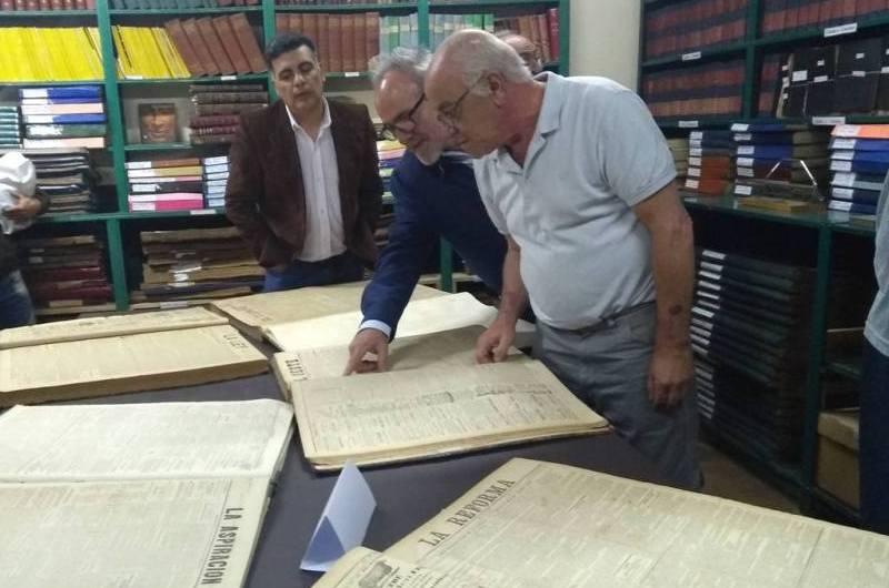"""Inauguraron la Hemeroteca """"Raúl Bustos Berrondo"""" en la Biblioteca Sarmiento"""