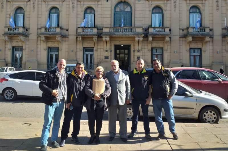 Taxistas pidieron declarar ilegal en la ciudad los servicios de Uber y Cabify