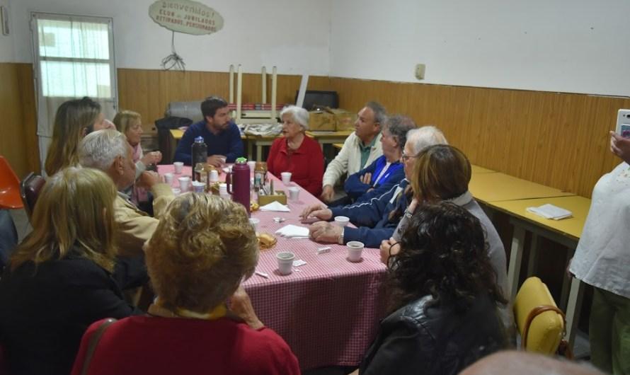 Encuentro con Centro de Jubilados y creación de biblioteca