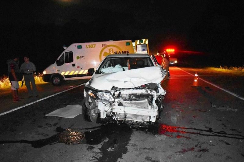 Violenta colisión entre dos camiones y un automóvil sobre ruta 5