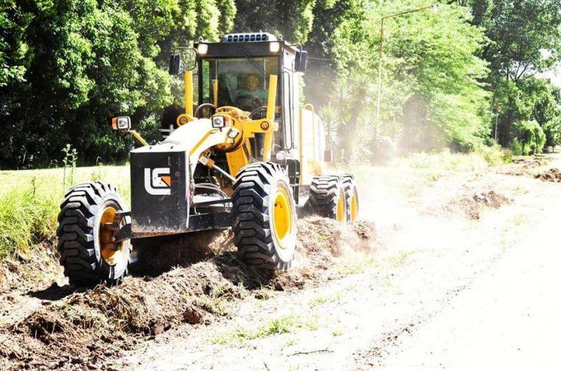 Realizan trabajos en caminos rurales