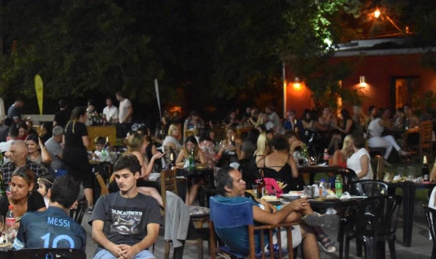 Noche de «Bares & Pizzerías» y se viene «Música en las Plazas»