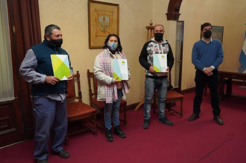 Trabajadores municipales recibieron la categoría 13