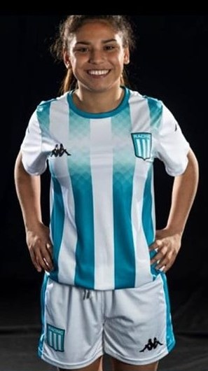 Micaela Adorno firmó su primer contrato profesional con Racing de Avellaneda