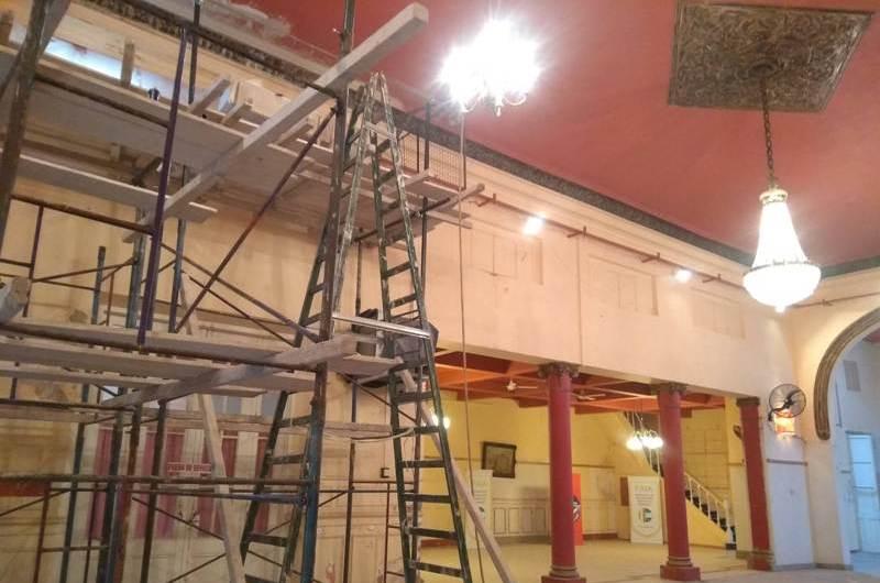 Restauraron molduras y frisos del cielorraso del Círculo Italiano