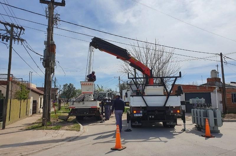 Realizan obras de tendido eléctrico en los barrios La Amistad y San Martín