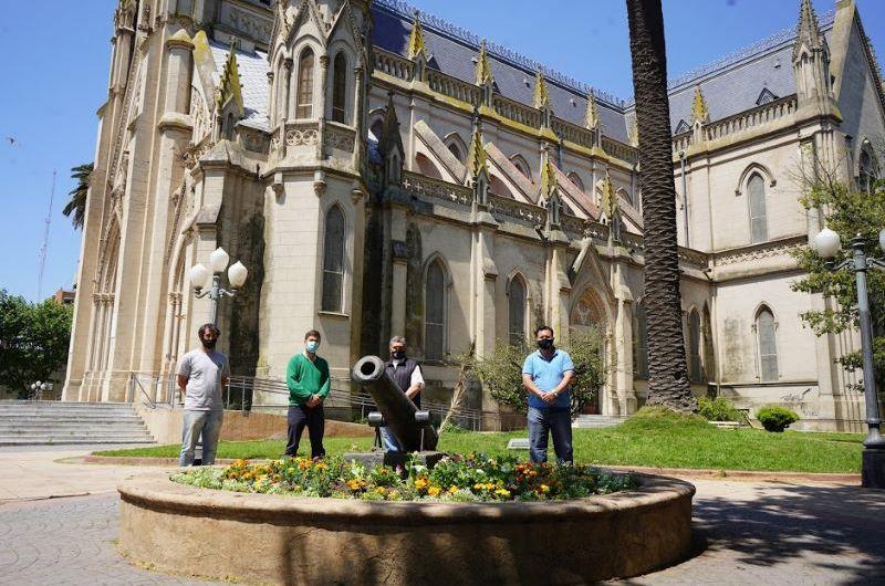 Municipio colabora con el mantenimiento de los jardines de la Catedral