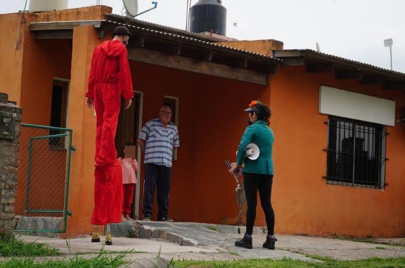 El cartero de la niñez recorre los barrios