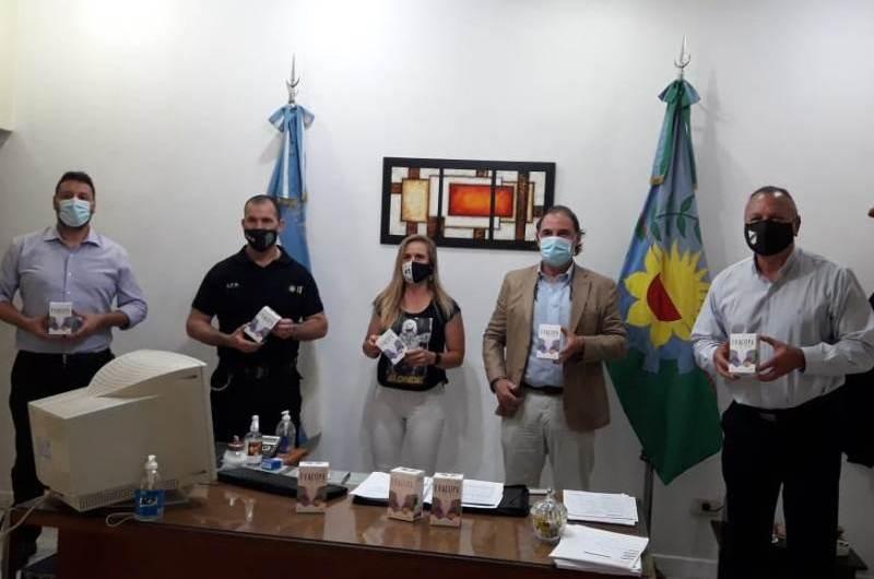 Elea y All Boys Solidario entregan evacopas a las internas de la cárcel
