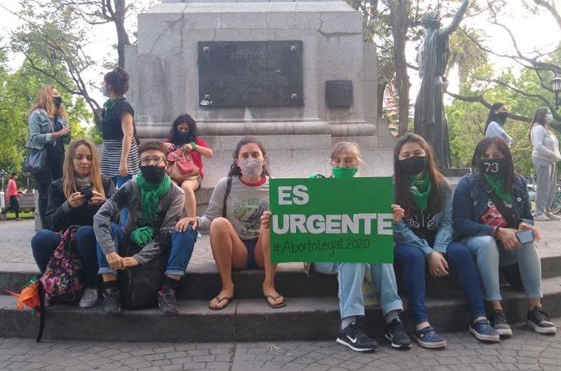 Pañuelazo por el aborto legal en la plaza San Martín