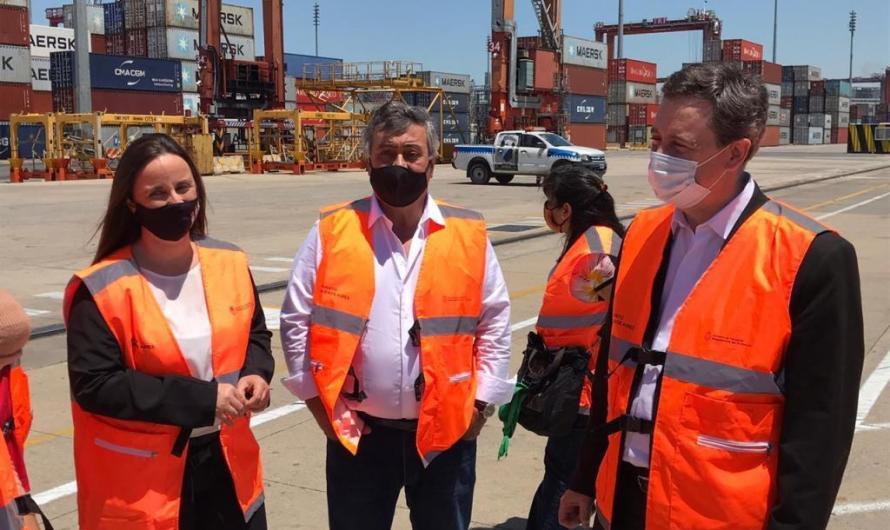 Carlos Selva y diputados recorrieron instalaciones portuarias