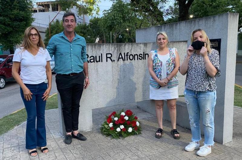 Homanaje a Raúl Alfonsín a 37 años de su asunción como presidente