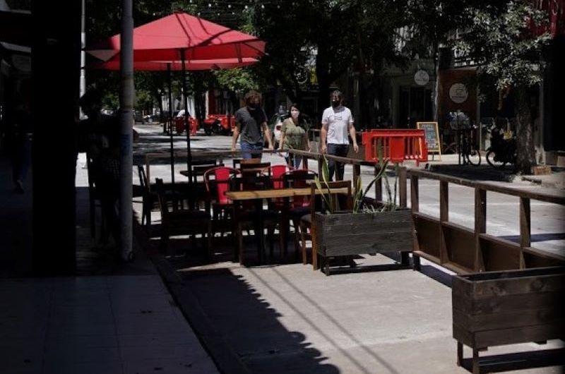 Instalaron balcones gastronómicos en el centro de la ciudad
