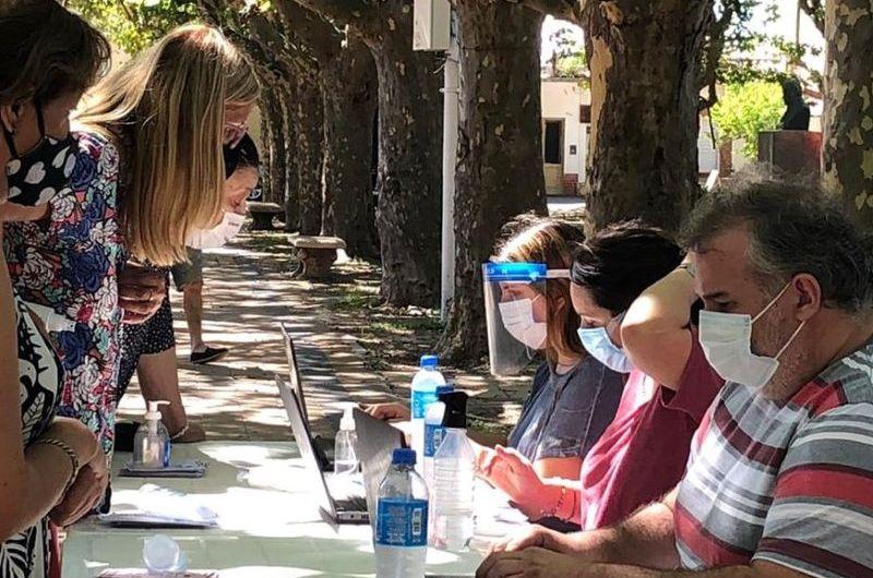 Continúa la inscripción y asistencia a los vecinos que quieren vacunarse contra el covid