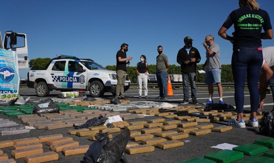 Tras investigación detienen en peaje camión con gran cantidad de marihuana y cocaína