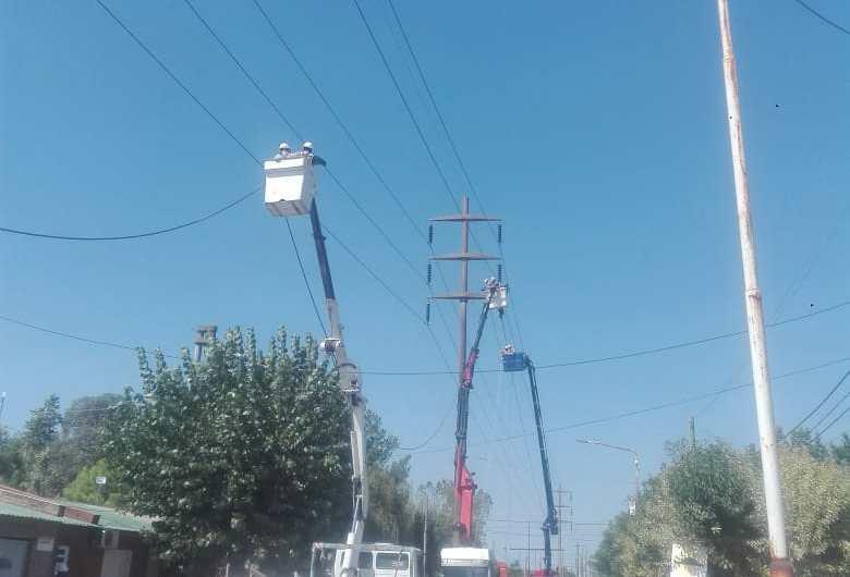 Trabajos en el tendido eléctrico en barrios Seminario y San Francisco