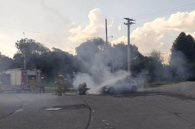 Se incendió un auto Gol en la 40 y 1