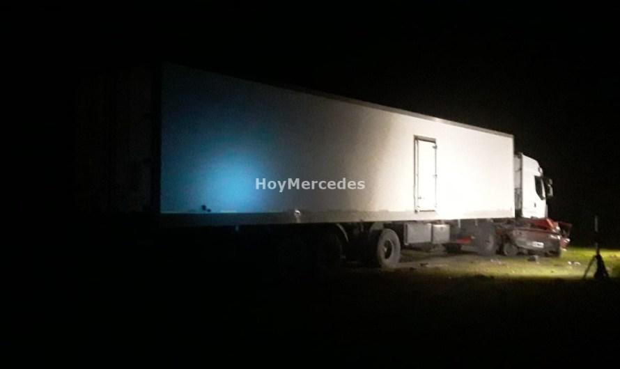Choca camión y Fiat Duna con una víctima fatal en Ruta Nº41