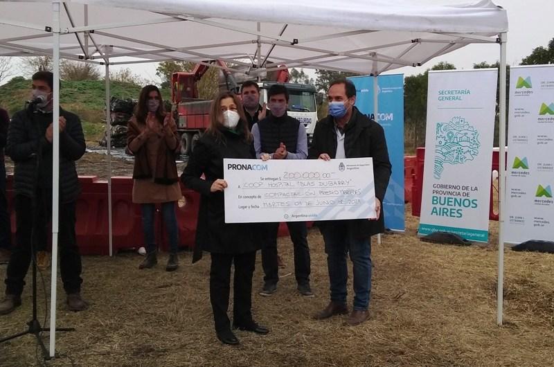 Frederic entregó donación a la Cooperadora del Dubarry