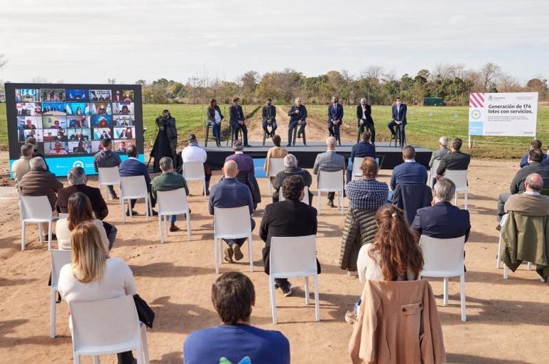 """De Pedro: """"Trabajamos para que cada una de las familias argentinas pueda tener un terreno en el lugar donde nació"""""""