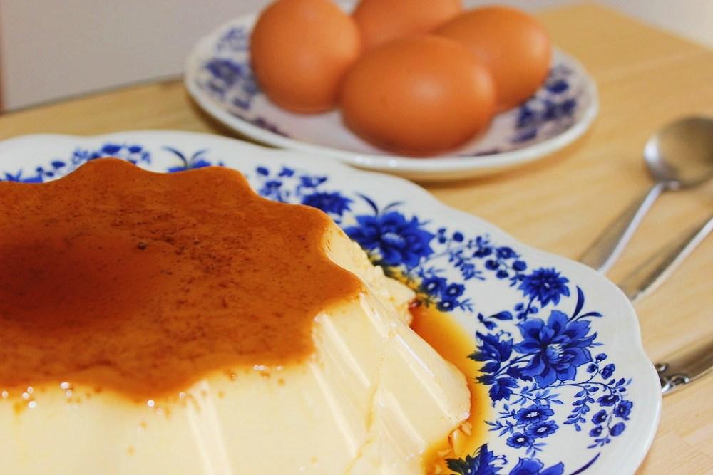 plato flan huevo caramelo