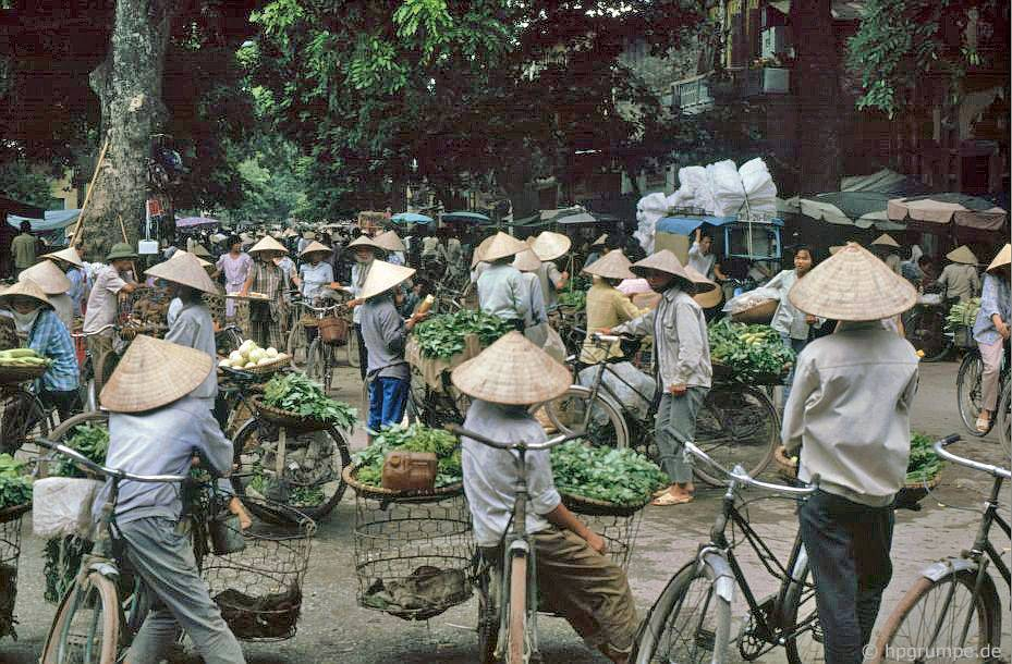 Em chịu không nhận ra phố nào - Việt Nam 1991-1993 @Hans-Peter Grumpe. Bản quyền thuộc tác giả.