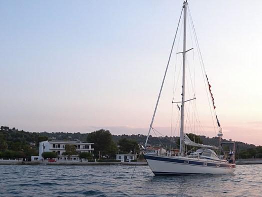 20150725 At anchor in Oropos
