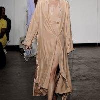 Телесният цвят на модните писти на сезон пролет/лято 2015