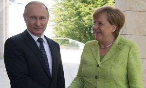 Ce joc face Germania în Moldova?