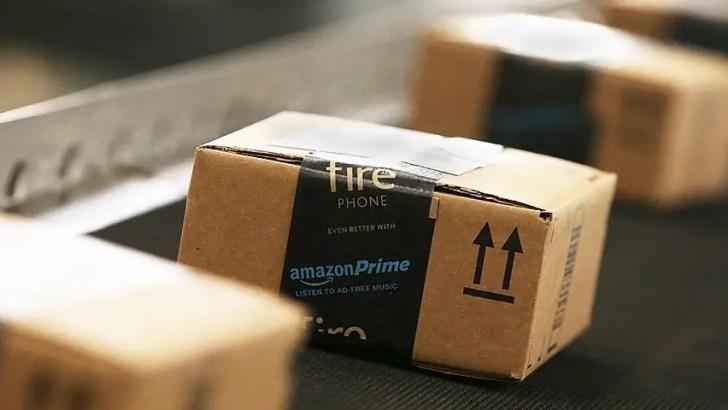 Amazon employees 'sleep in tents' near Scottish warehouse