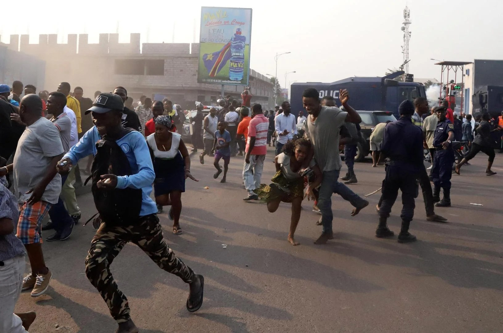 Thousands of opposition activists marched across Democratic Republic of Congo's capital Kinshasa on Monday in renewed protest against the nomination of the election commission's new head. Demonstrators braved rain and a ban on protests because of the COVID-19 outbreak to voice their opposition to the proposed appointment of Ronsard Malonda as president of the Independent […]