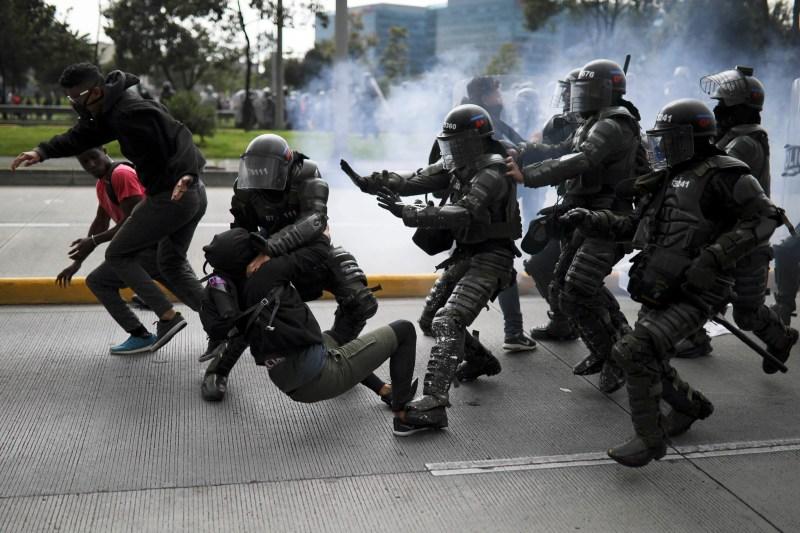 Colombia: Abusos policiales en el contexto de manifestaciones multitudinarias | Human Rights Watch
