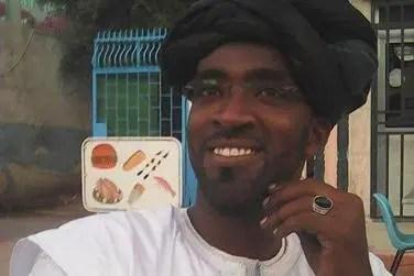Foto de um homem sorrindo