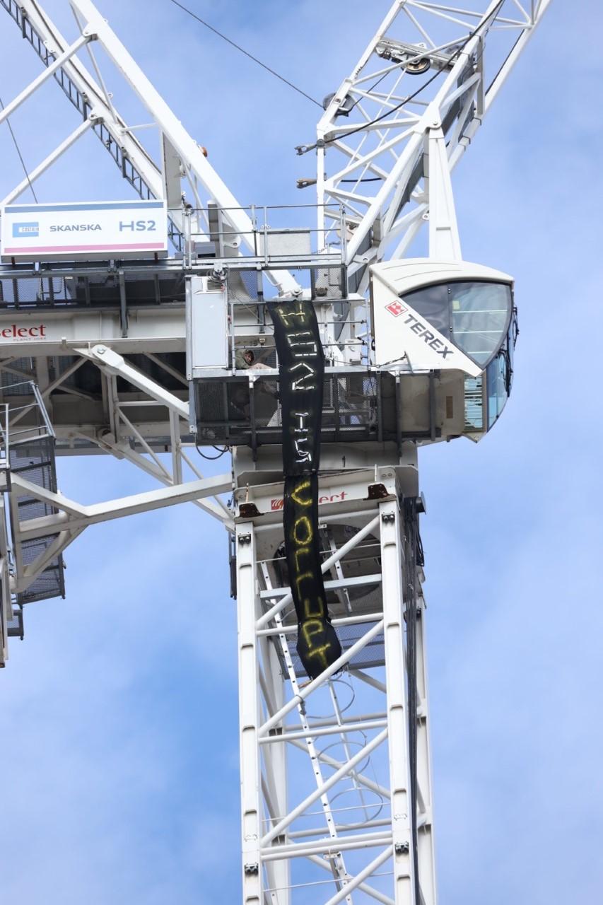 HS2 Rebel on hunger strike at top of 150 foot crane outside Euston station