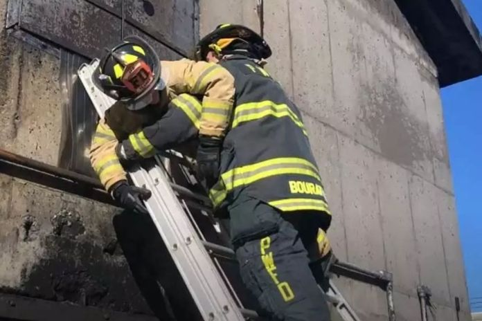 This is How Firefighter Climbing in Case of Emergency