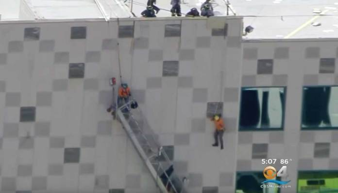 2 Construction Workers Rescued While Dangling 6 Stories High After Scaffolding Failed
