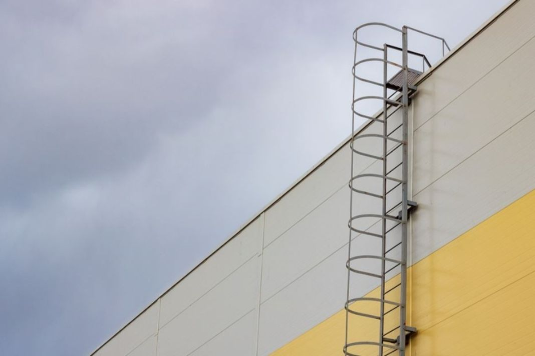 Safe Practices When Using Fixed Ladders