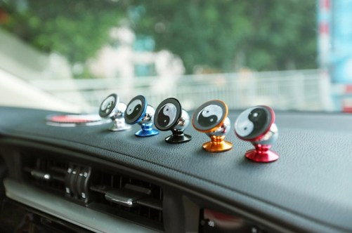 360 Degrees Sticky Magnetic Mobile Phone Holder Car Phone Stand