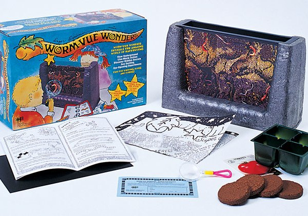worm-vue-wonders-box-with-contents