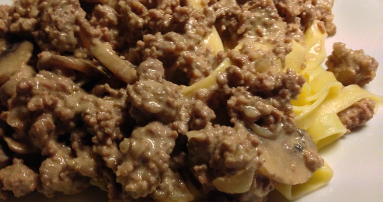Mustig köttfärsgryta med senap och kastanjechampinjoner - Recept på Hssons Skafferi