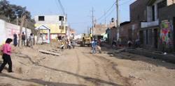 Foto de cuando se  estaba asfaltando la Av. Los Naturales