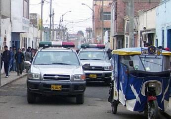 Camionetas de la policia de Huaral