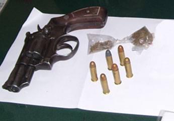 Se halló un revolver con 6 proyectiles de bala