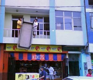 Oficina Zonal Region Lima, momentos cuando se estaban trasladando a la Av. Solar 2do piso.