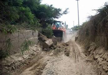 Asfaltado de carretera Huando- Pueblo Libre.